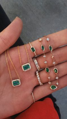 gold and diamond emerald halo necklace Halo-Halskette aus 14 Karat Gold und Diamant mit Smaragd – Luna Skye Emerald Jewelry, Diamond Jewelry, Gold Jewelry, Jewelry Accessories, Women Jewelry, Emerald Necklace, Diamond Pendant, Pendant Jewelry, Gothic Jewelry