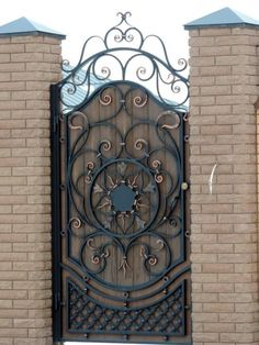 Fotografii Classic Doors, Gate Design, Blacksmithing, Patio, Garden, Welding, Metal Driveway Gates, Front Doors, Country Homes