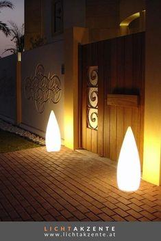 Schönes Licht im Außenbereich, das ist mit der Outdoor Standleuchte KANPAZAR 80A möglich. Die Outdoor Lampe ist nicht nur für Außen-, sondern auch für Innenbereiche verwendbar. Moderne Außenleuchte für die Terrasse. Auch als Hauseingang Aussenbeleuchtung ist die Design Leuchte ein Hingucker. #stehlampe außen #terrasse #gartenleuchten #outdoorleuchten #lichtakzente Table Lamp, Lighting, Interior, Outdoor, Home Decor, Environment, Contemporary Light Fixtures, House Entrance, Balcony