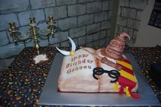 Harry Potter Cake, I would love this, or an acceptance letter cake! Harry Potter Treats, Harry Potter Food, Petal Dust, Creative Cakes, Gum Paste, Cake Art, Cupcake Cakes, Cupcakes, Beautiful Cakes