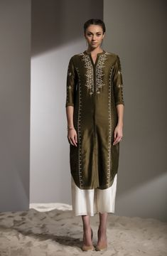 Fabric Material: Chanderi Bottom: Palazzo Material Composition: Silk Care: Dry Clean Only Kurti Embroidery Design, Embroidery Fashion, Embroidery Suits, Indian Dresses, Indian Outfits, Pakistani Dresses, Indian Kurta, Stylish Clothes For Women, Kurta Designs