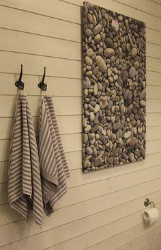 Valkoinen 145 mm leveä Struktuuripaneeli soveltuu hyvin myös seinämateriaaliksi kosteisiin tiloihin.