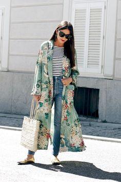 (photo All That She Wants) Pour ou contre la version Zara du kimono Gucci ? (photo All That She Wants) Gucci Kimono, Kimono Fashion, Girl Fashion, Fashion Outfits, Fashion Trends, Fashion Hacks, Abaya Fashion, Color Fashion, Trendy Fashion