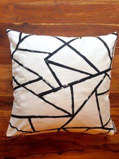 einzigartiges Kissen von rauffaser - finest textiles. www.rauffaser.de #Kissen #fracture #dekostoff #kreativ #Stoff #textil #einrichten #deko #gönndir #deinzuhause #rauffaser #hochwertig #urban #wohnideen