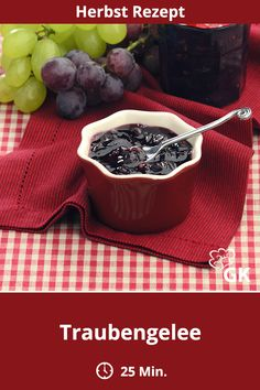 Traubengelee The sweet berries are the best basis for a delicious jelly, This has bee Wine Jelly, Grape Jelly, Protein Bread, Low Carb Protein, How To Make Dough, Food To Make, Happiness Recipe, Fermented Bread, Pumpkin Seed Recipes