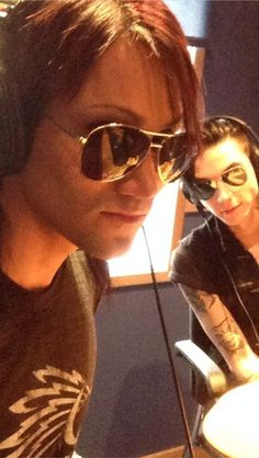 Awwww look at them in their matching aviators!!<3 Andy and Ashley
