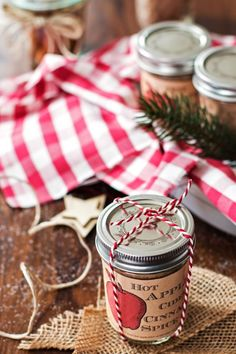 DIY Christmas Gifts - Hot Apple Cider Cinnamon Spice Mix - Easy Handmade Gift Ideas for Xmas Presents - Cheap Projects to Make for Holiday Gift Giving - Mom, Dad, Boyfriend, Girlfriend, Husband, Wife #diygifts #christmasgifts Christmas Gift You Can Make, Easy Diy Christmas Gifts, Christmas Crafts, Christmas Ideas, Green Christmas, Christmas Ornaments, Christmas Holiday, Christmas Cookies, Hot Apple Cider
