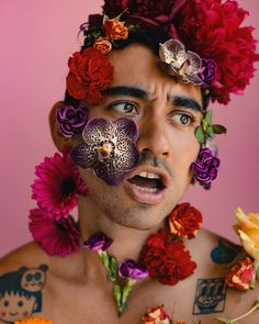 """3,280 mentions J'aime, 32 commentaires - TRAVIS CHANTAR (@chantar) sur Instagram : """"When you're a lover, not a hater 💖 @nicolaformichetti"""" Queer Fashion, Fashion Poses, Men's Fashion, Male Body Art, Under The Rainbow, Bloom, Flower Boys, Flower Aesthetic, Future Fashion"""