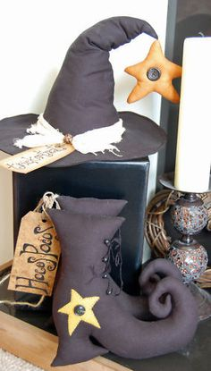 Halloween craft decorations - pattern for home sewing Halloween Sewing Projects, Halloween Doll, Halloween Patterns, Halloween Crafts, Halloween Decorations, Sewing Crafts, Craft Decorations, Halloween Wreaths, Primitive Folk Art