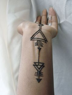 Tribal henna designs - 60 Simple Henna Tattoo Designs to try atleast once – Tribal henna designs Tribal Henna Designs, Geometric Henna, Henna Designs Easy, Mehandi Designs, Geometric Designs, Henna Designs Wrist, Geometric Tattoos, Simple Designs, Henna Ink