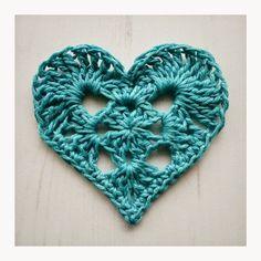 granny crochet heart - 2 rounds