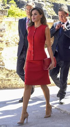 Queen Letizia of Spain sizzles in a crimson ensemble The glamorous mother-of-two, who is fond of recycling designer classics, wore a crimson Nina Ricci ensemble at the National Culture Awards in Cuenca on Wednesday.Queen Letizia of Spain sizzles in a crim Mode Outfits, Office Outfits, Office Dresses, Jw Mode, Queen Letizia, Business Outfits, Royal Fashion, Work Attire, Mode Inspiration