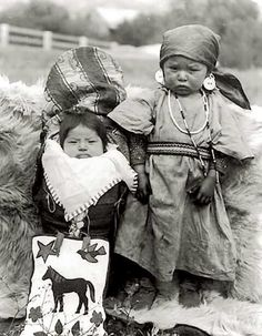 Infant and young girl, Colville Indian Reservation, Washington, ca. :: American Indians of the Pacific Northwest Native Child, Native American Children, Native American Beauty, Native American Photos, American Indian Art, Native American History, American Indians, American Symbols, American Girl