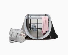 Aufbauen. Spielen. Schlafen. Der Auf- und Abbau dieses Reisebetts dauert nur wenige Sekunden. Dieses vielseitige Bett wurde sicher, stabil und gleichzeitig superleicht konzipiert und kann überall verwendet werden. Wohin Sie Ihre Reise auch führt, es ist immer der ideale Spiel- oder Schlafplatz für Ihr Baby.
