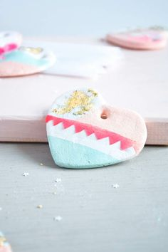 DIY gift idea - Cute handmade hearts from salt dough. Follow step by step tutorial on Passion shake blog.