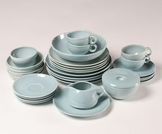 Russel Wright Iroquois All Ice Blue Color, 4 Modern Dinnerware, Blue Dinnerware, Old Hickory Furniture, Ice Blue Color, Bauer Pottery, Russel Wright, Vintage Kitchenware, Pottery Bowls, French Country Decorating