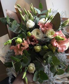 Winter bouquet of lisianthus / eustoma, ranunculus and eucalyptus by ROSMARINO / Zimní pugét z eustomy, pryskyřníků a eukalyptu