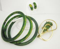 Box Lot of 3 creamed spinach spacer bangles, a gold tone pin with a hunk of creamed spinach swirled bakelite and a pair of small hoop clip on