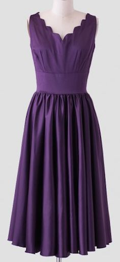 Vintage inspired dress with scalloped neckline http://rstyle.me/n/vmdwhnyg6