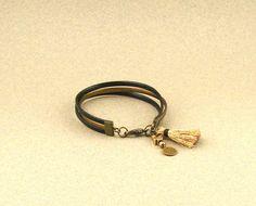 Bracelet cordons cuir noir et bronze métallisé, pompon bronze et breloque croix : Bracelet par lounah