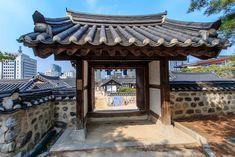Die Top 20 Sehenswürdigkeiten in Seoul, der Hauptstadt von Korea - Swiss Nomads Seoul Korea, Pergola, Outdoor Structures, Top, Temple, Arbors, Shirts