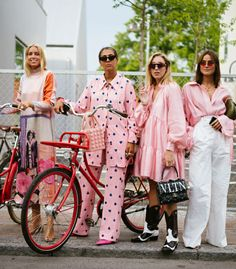 The Best Copenhagen Street Style Looks To Steal For Yourself Here are some of the best street style looks spotted at Copenhagen Fashion Week and how I plan to style them for myself. Rihanna Street Style, Model Street Style, Berlin Street Style, Copenhagen Street Style, Look Street Style, Copenhagen Fashion Week, Street Style Trends, Cool Street Fashion, Love Fashion