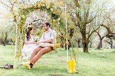 gelbe Fliege für den Bräutigam, passend zum knielangen Brautkleid mit Gelb (www.noni-mode.de - Foto: Tanja