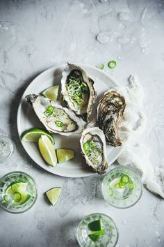 Food Photography Styling, Food Styling, Gin Tonic, Fish Recipes, Oysters, Avocado Toast, Seafood, Breakfast, Red Chili