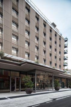 hotel facade Gio Ponti inspira un nuevo hotel en Miln Luxury Hotel Design, Hotel Room Design, Lobby Design, Minimal Architecture, Facade Architecture, Hotel Design Architecture, Gio Ponti, Hall Hotel, Milan Hotel