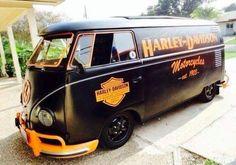 Fun Harley-Davidson graphics on great VW bus Volkswagen Touran, Volkswagen Transporter, Vw T1, Harley Bikes, Harley Davidson Motorcycles, Heritage Softail, Combi Split, Combi Wv, Kdf Wagen