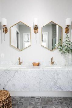 Spiegels. Ik denk dat iedereen wel 1 of meer spiegels in huis heeft. Ze zijn ...