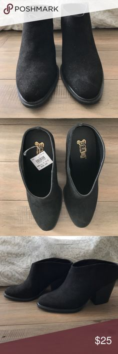 Black Heel Mules Black heel mules size 7.5. Brand new and never worn. No trades sorry. Brash Shoes Mules & Clogs