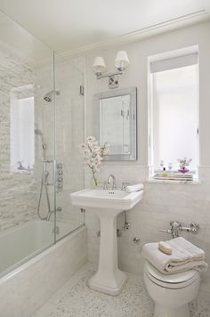 Small, lovely white bathroom with mix of materials - Interiors by Francesca