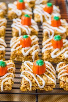 Pumpkin Pie Rice Krispie Treats - Sallys Baking Addiction Pumpkin Pie Rice Krispie Treats - Sallys Baking Addiction An easy no-bake recipe. Rice Crispy Treats, Krispie Treats, Rice Krispies, Pumpkin Recipes, Fall Recipes, Holiday Recipes, Halloween Desserts, Easy Halloween, Halloween Season