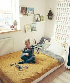 Ideas Kids Room Montessori House For 2019 Cama Solar, Mattress On Floor, Floor Beds, Room Deco, Laundry Room Doors, Montessori Bedroom, Kids Room, Boy Room, Toddler Bed