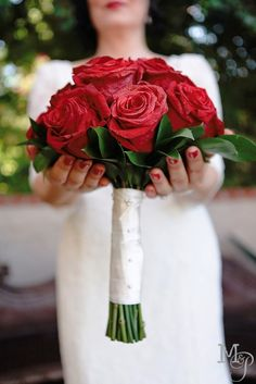 Yes, treat my bouquets with respect!  They are my gift!  But really, don't you like this?  Simple yet elegant red roses, touch of ruscus and all wrapped up in creamy ribbon, dotted with pearls and the roses, just touched with a soft mist of glitter spray.  Natural bling!