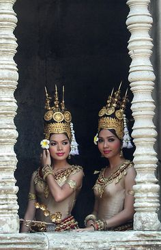 Cambodia Travel and The Apsara Dance: In Buddhist and indeed Hindu legend, an 'Apsara' is in fact a spirit of water and cloud. The Apsaras Dance of Cambodia, therefore, takes on a certain elegance - however it isn't just about dancing. Laos, Cultures Du Monde, World Cultures, Vietnam, Beautiful World, Beautiful People, Cambodia Travel, Japanese Film, People Around The World