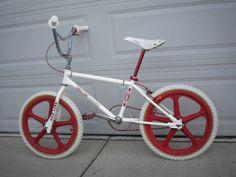 Cruiser Bicycle, Bicycle Helmet, Bmx Bandits, Gt Bikes, Vintage Bmx Bikes, Beautiful Landscape Wallpaper, Bicycle Women, Redline, Old School
