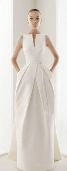 Wedding gown with pockets and a sleek, modern look. Beautiful Gowns, Beautiful Outfits, Beautiful Lines, Glamour, Mode Inspiration, Dress Me Up, Dress Long, Dress Formal, Dream Dress