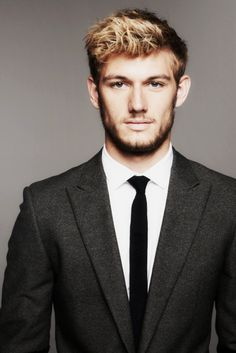 Alex Pettyfer, hot ass in a tux Hello Gorgeous, Beautiful Men, Beautiful People, Bae, Star Wars, Raining Men, Attractive Men, Famous Faces, Celebrity Crush