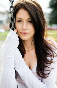 Amanda Crew from Silicon Valley. Very nice see her at work a lot. I swear she eats air...eat something!!