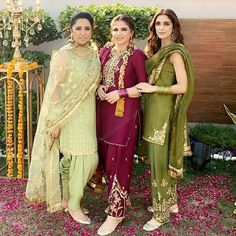 Simple Pakistani Dresses, Indian Gowns Dresses, Indian Fashion Dresses, Pakistani Dress Design, Indian Designer Outfits, Fashion Outfits, Pakistani Fashion Party Wear, Pakistani Wedding Outfits, Indian Bridal Outfits