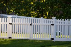 In chocolate brown - vinyl Front Yard Fence, Diy Fence, Fence Gate, Fence Ideas, Outdoor Fencing, Backyard Fences, Black Fence, White Fence, Driveway Entrance