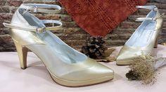 Zapatos en champán y oro.  Esta combinación es perfecta para cualquier evento festivo, además de ser combinable con muchos colores.