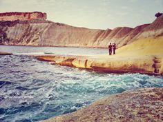 Trekking, Gnejna Bay, Malta - photo: journeyfiles.com