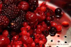 Bunatati de la Oana: Tort de ciocolata cu fructe de padure si blat insiropat Romanian Desserts, Blackberry, Sweet Treats, Sweets, Candy, Blackberries, Rich Brunette