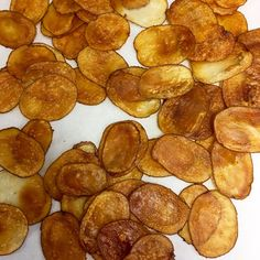 Homemade potato chips from ground to table Snack Recipes, Snacks, Potato Chips, Potatoes, Homemade, Drink, Table, Food, Snack Mix Recipes