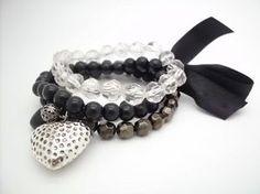 Armband - Black White Bowknot Läckert armband med svarta och klara pärlor.  På armbandet c28e499bc5a85