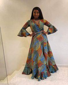 Prints X Pérola 🌍💙💚🔥🔥🔥 __________ __________ 👸🏿 @perola_pearl •  •  •  •  • ________ #JMSSN #Pérola #ZenMagazine #ZenMagAfrica #fashion #africanstyle #stylewomen #africanfashion #Africanprints #prints African Fashion Traditional, African Inspired Fashion, Latest African Fashion Dresses, African Print Fashion, African Print Skirt, African Print Dresses, African Dresses For Women, African Attire, Chitenge Dresses