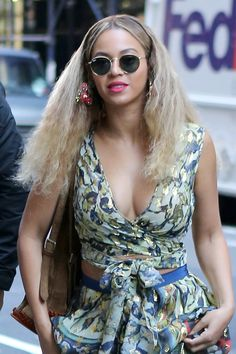 NEWS&Trends 10 best beauty looks of the week featuring Beyoncé, Gigi Hadid, and more. Beyonce Knowles Carter, Beyonce And Jay Z, Celebrity Beauty, Celebrity Style, Celebrity Couples, Celebrity News, Beyonce Beyhive, Beyonce Coachella, Beyonce Style